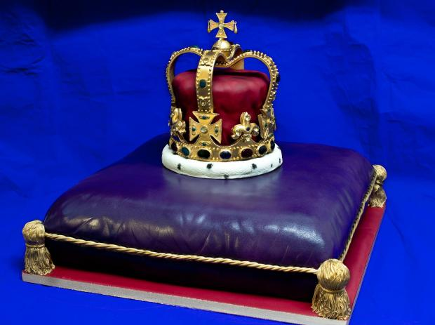 SUTT: Hats off to the Queen: Beautifully crafted cake celebrates jubilee