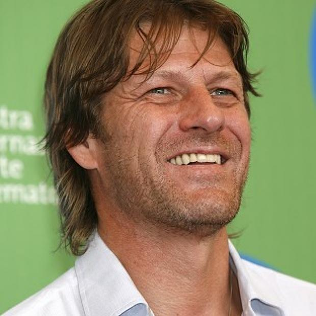 The producers of Game of Thrones, starring Sean Bean, have apologised after a fake head that looked like Geroge W Bush was used in a scene