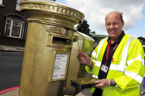Post box marks birthplace of Olympic cyclist