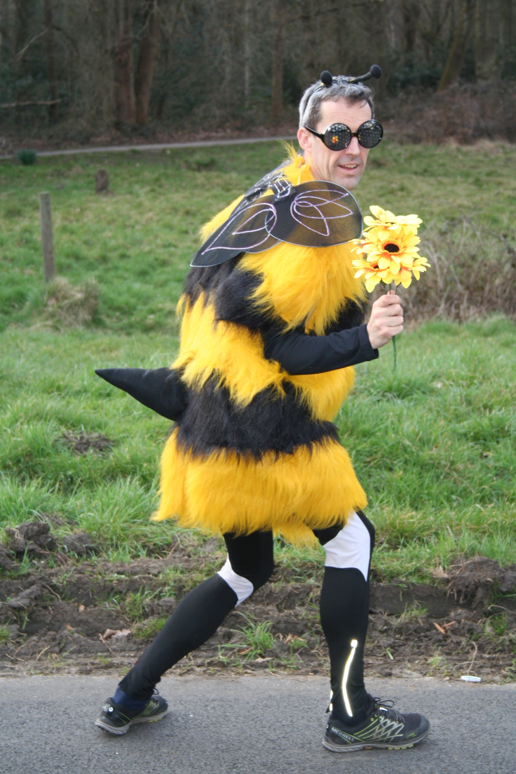 Barnaby Hopson is the bees-knees as he runs for Refugees at Home